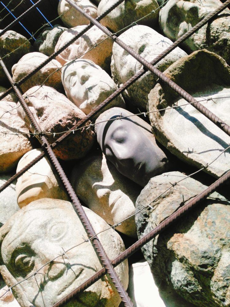 """Скульптура: """"Жертвы тоталитарного режима"""". Чубаров Е. И. 1980-е, гранит, металл"""